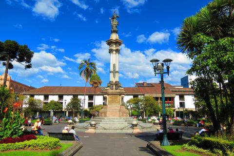ecuador-quito-plaza.jpg