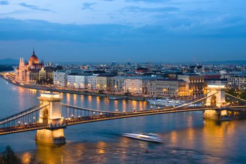 europa-budapest-noche.jpg