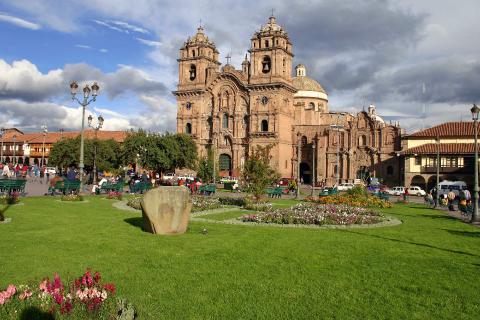 peru-cusco-plaza-armas.jpg